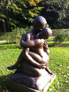 A hugging couple in the rose garden at Marselisborg Palace