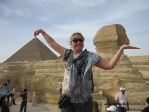 Holding up the Cheops Pyramid and the Sphinx