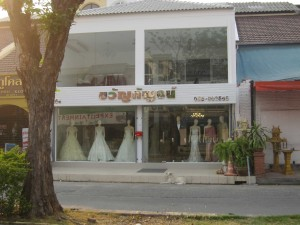 pretty dresses shop Chiang Mai Land road